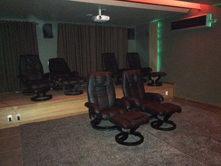 Cadeiras massageadoras cinema